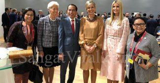 Jokowi Foto Bareng Perempuan Perkasa