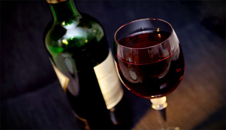 Bocah Minum Anggur Merah