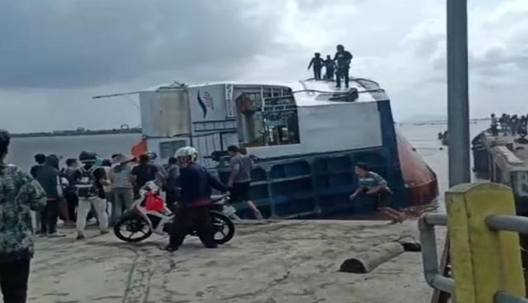 Kapal Feri Terbalik di Sambas, Terdapat Beberapa Korban
