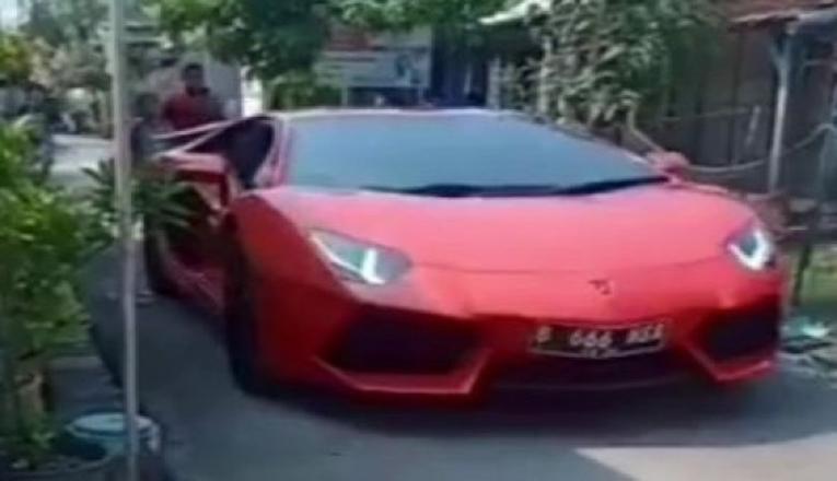 Geger Lamborghini Masuk Kampung, Ternyata Pemilik Bos Sepatu yang Mudik Lebaran